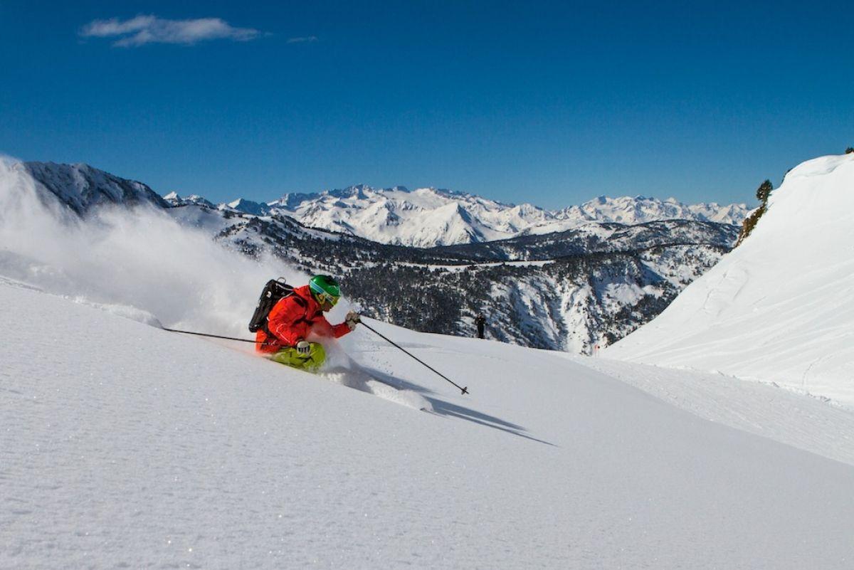 La equipación de esquí y snow