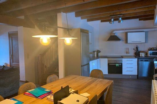 Relájate y déjate cautivar en esta amplia casa en Garós