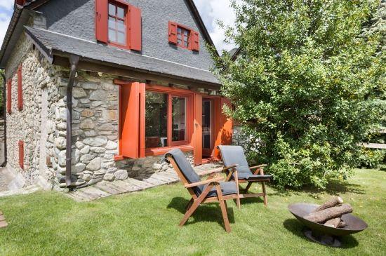 Disfrute de su espectacular jardín con mucha historia en un entorno idílico y privilegiado en Arties