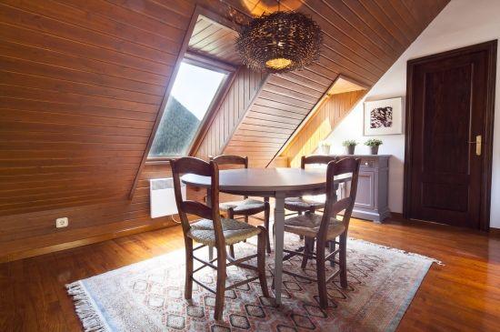 Apartamento abuhardillado en madera y preciosas vistas desde todas las estancias
