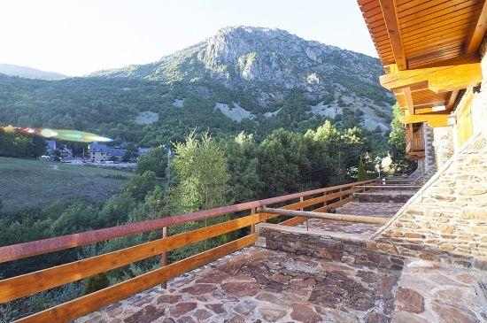 Con vistas estupendas al pueblo de Unha. ¡Aire puro y tranquilidad!