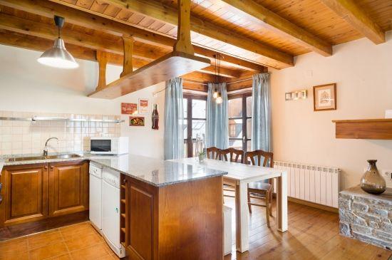 Confortable y amplio apartamento con una bonita terraza y vistas a la montaña
