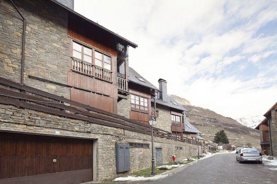 Amplio apartamento con terraza y vistas a la montaña