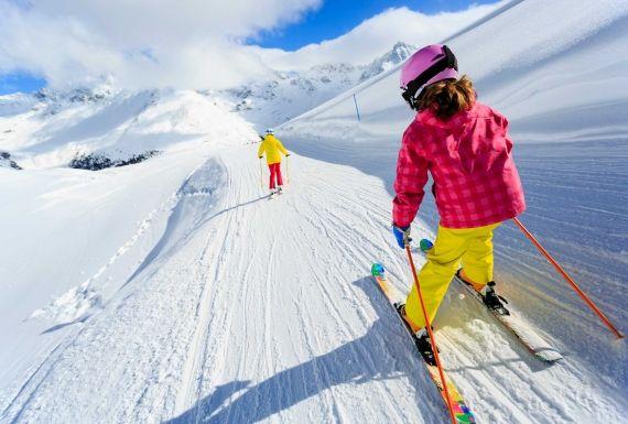 Mejores estaciones y pistas de esquí para niños