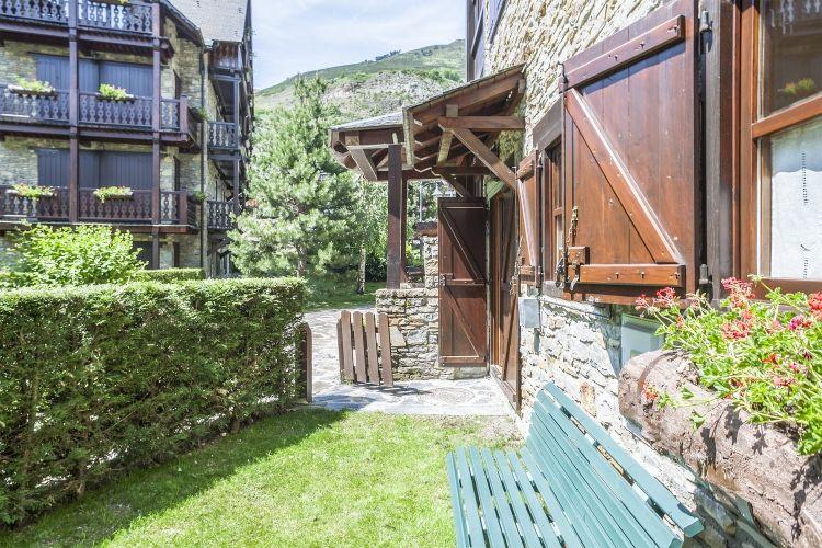 Alquiler apartamento con jardín, Arties